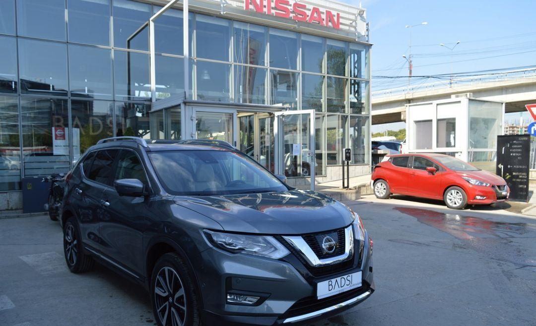 : Nissan NOUL X-TRAIL