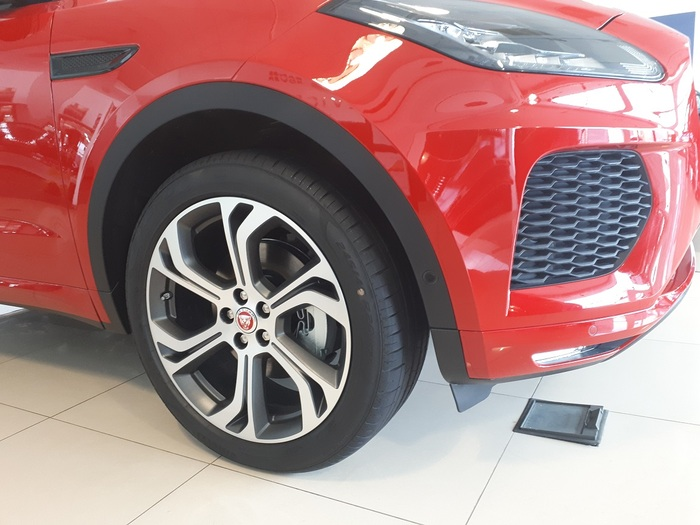 Jaguar E-PACE 2.0D 180CP FIRST EDITION : Jaguar E-PACE